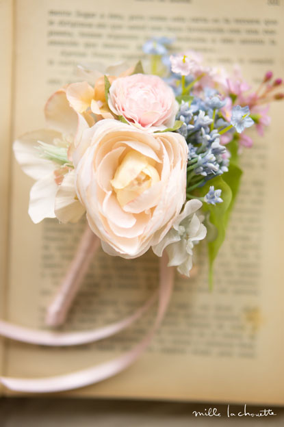 パステルブルー×ピンク小花ブートニア
