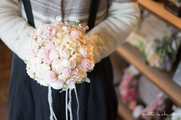 ホワイトピンク小花ラウンドブーケ
