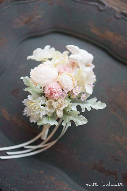 ホワイトピンク小花ブートニア