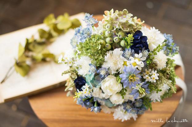 ブルー×ホワイト・グリーンナチュラルクラッチブーケ