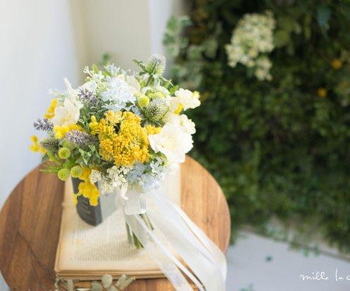 ラベンダーと小花のクラッチブーケ
