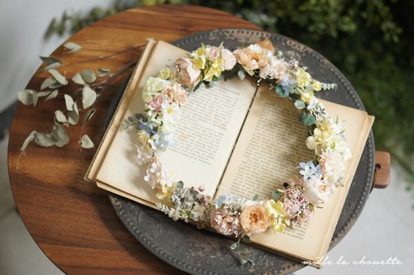 ラナンキュラスや小花の花冠