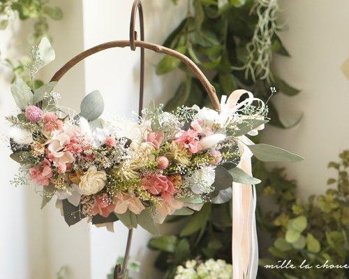 ピンクとホワイトのお花のリースブーケ